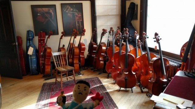 トロントで楽器をレンタル!チェロを求めての画像です