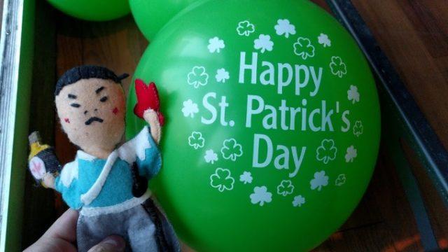 St Patrick's Dayにトロントで緑色のビールを飲むの画像です