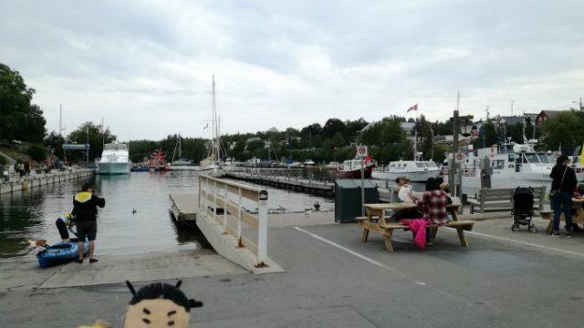 港は小さくて静か