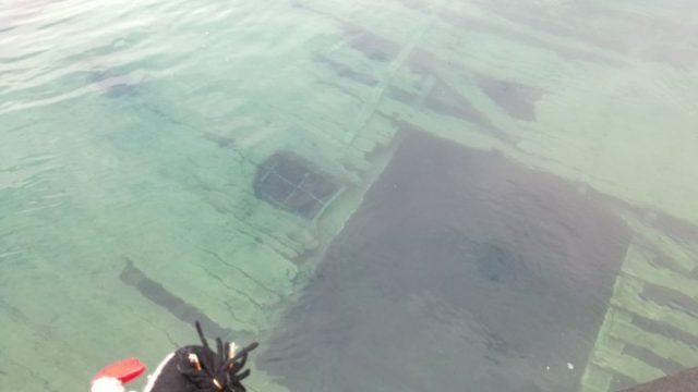沈没船を巡る
