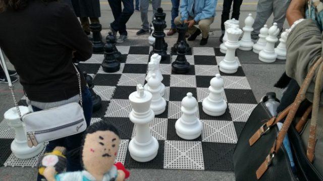 街中の大きなチェス