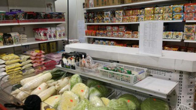 日本の食料品がたくさん置いてある
