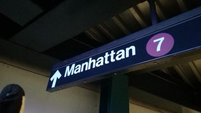 マンハッタン行きの地下鉄