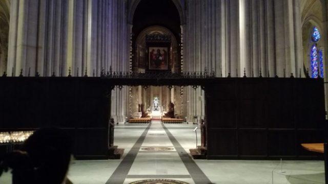 天井の高さと奥行きがかなりある大聖堂